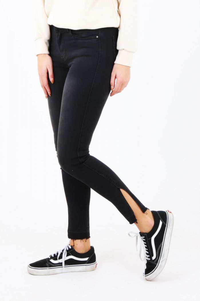 Queen Hearts black jeans met split
